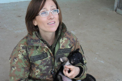 Итальянскую резервистку отдали под суд за спасение кошки в Косово