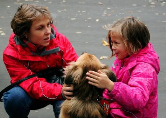 девочки и собака
